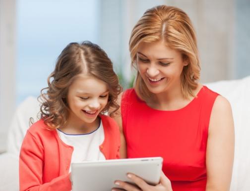 mom-child-tablet