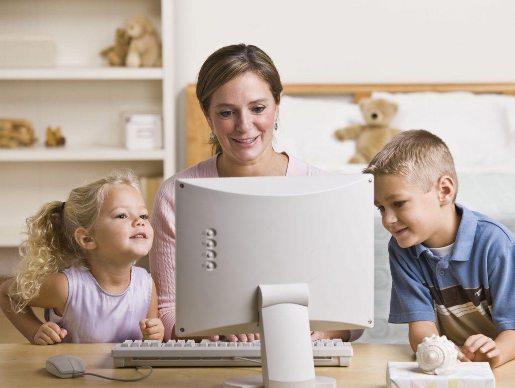 Koľko času by malo tráviť vaše dieťa za počítačom?